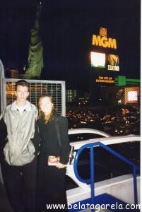 Com meu irmão Márcio em 1999- passarela do Hotel New York-New York