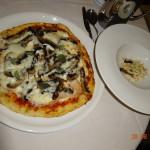 Pizza personalizada, com os queijos e cogumelos mediterrâneos