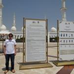 Entrada da Mesquita com as normas de vestimenta
