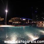 Vista da área de piscina do hotel