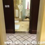 Corredor dos armários e banheiro