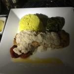 Salmão assado com palmito cremoso, espinafre e arroz com açafrão