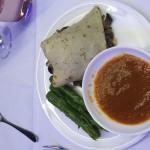 Crepes de cogumelos e queijo gouda  com aspargos grelhados