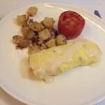 Omelete de cogumelos com queijo cremoso e batatas
