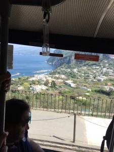 Vista da ilha de dentro do ônibus