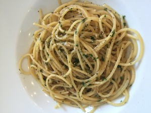 Spaghetti Aglio Olio e Peperoncino que o Julian amou!