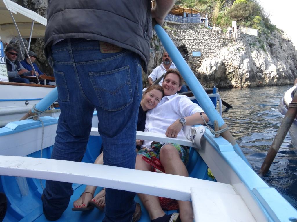 Nós no barco para entrar na Gruta